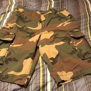 Army fatigue cargo shorts.